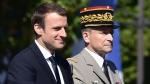 le-president-emmanuel-macron-et-le-chef-d-etat-major-de-l-armee-le-general-pierre-de-villiers-lors-du-defile-militaire-le-14-juillet-2017-a-paris_5915876.jpg