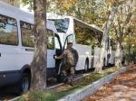 des-bus-a-l-entree-du-3e-rpima-pour-rallier-l-aeroport-de_647408_800x600.JPG